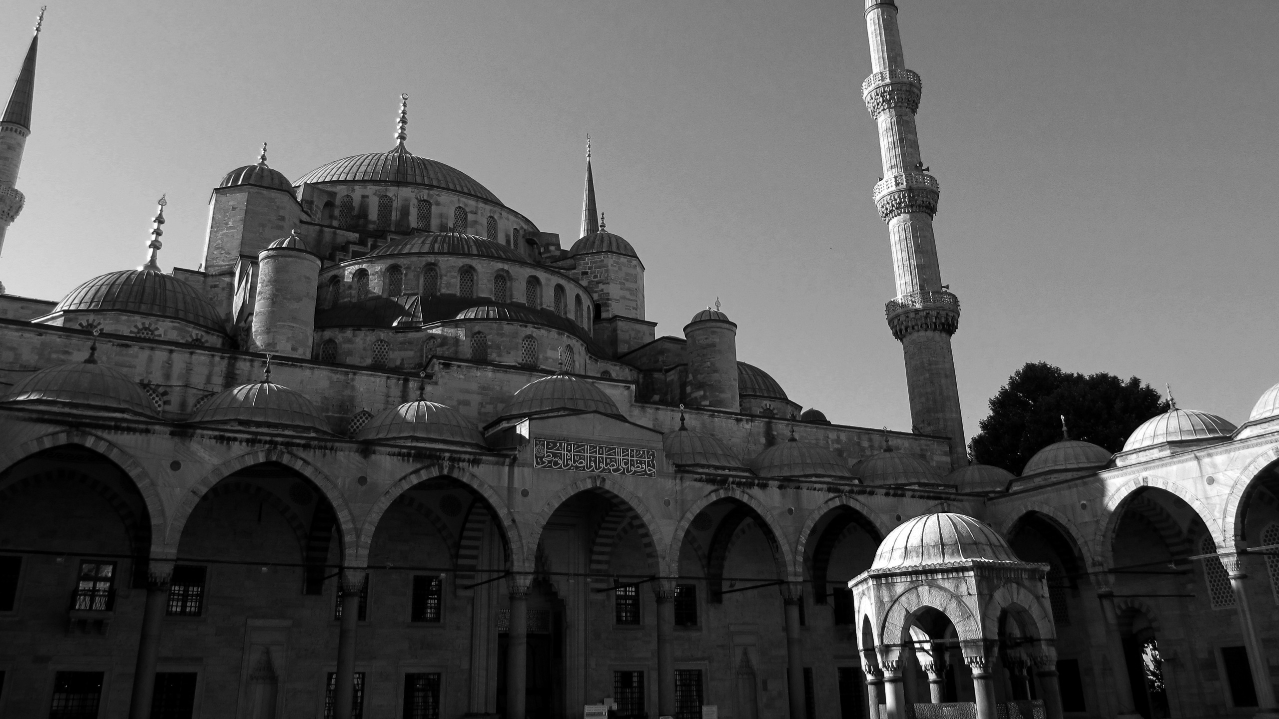 Blue-Mosque-Courtyard-Istanbul